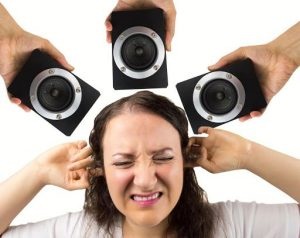 Una persona sufre por ruidos fuertes